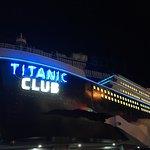صورة فوتوغرافية لـ Titanic Club