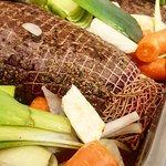 Elgstek med høstens friske grønnsaker på veg inn i ovnen. NAM 😋 Velkommen til tradisjonsrike mi