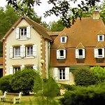 """L'auberge - restaurant """"Le Tronçais"""" qui est aussi un bel hôtel au coeur de la forêt et de son p"""