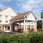 Holiday Inn Express Hotel & Suites Boston-Marlboro