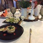 тар—тар из лосося, сырная тарелка