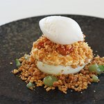 Mousse van appel, citroensorbet, crumble
