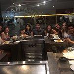 Noche de sushi con amigos de todo el mundo