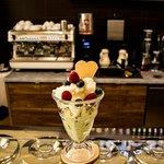deser skomponowany z ulubionych lodów