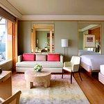โรงแรม เดอะ ริทซ์ คาร์ลตัน มิลเลเนีย สิงคโปร์