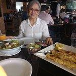 Salada mista, risoto de limão siciliano e camarões c/ crosta de pão com alho e limão siciliano.