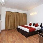 OYO 10959 Hotel Langdale Manor