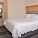 Holiday Inn & Suites Raleigh-Cary (I-40 @Walnut St)
