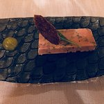 Foie gras d'oie, pain d'épices et goutte passion