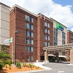 Holiday Inn Express Hotel & Suites Bloomington Mpls Arpt Area West