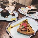 dolci al cocco cioccolato e cheesecake frutto della passione