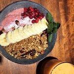 Sesonki-smoothiebowl & tuorepuristettua, energisoivaa mehua