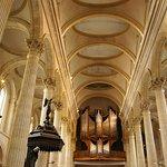 Le plafond de la nef et les grandes orgues