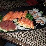 Mormaii Surf Bar - Combinado Sushi e Sashimi 18 Peças