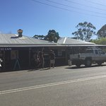 Wollombi Tavern is a popular stop.