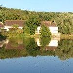 Lac à côté de l'hôtel