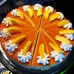 Mango-cheese cake