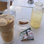 To Kafenedaki tou Emboriou Foto
