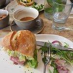 Foto de The Parlour Cafe