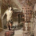 Фотография Expozitie Inedita: Ev Mediu. Tortura Si Executie