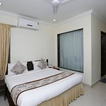 OYO 2229 Hotel Golden Wings