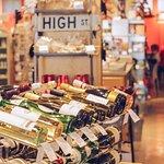 صورة فوتوغرافية لـ High's Cafe and Store