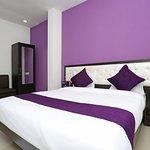 OYO 10718 White Oak Hotel