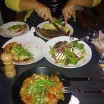 Χυλοπίτες με λαχανικά, συκώτι με πουρέ, σαλάτα μπέμπα και πίτσα!