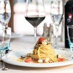 Spaghetto di Gragnano al ragù di orata, carpaccio di gamberi rossi e bottarga di muggine.