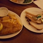 Fisn 'n' chips and bread & butter.