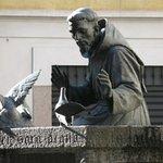 particolare statua