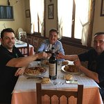 Comiendo Cocido Castellano, con grandes Amigos.