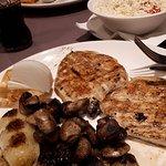 Chicken fillet with grilled vegetables; šopska salad