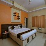 OYO 11923 Hotel Rajdhani Palace