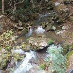 Το ποταμάκι που ακολουθεί την διαδρομή