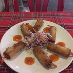 Вкусные рулетики с креветками и обсоленным соусом. Осьминоги с рисом.