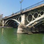 Φωτογραφία: Puente de Isabel II (Puente de Triana)