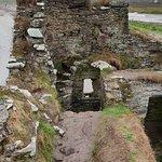 Photo de McCarthy Mór Tower House - Ballinskellig Castle
