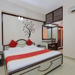 OYO 11390 Vaibhav Residency