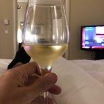 Sowohl die angebotenen Weine als auch der Wein aus der Minibar sind sehr angenehm zu trinken