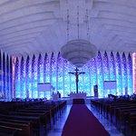 Variação tonal de azuis e violeta, numa arquitetura de leveza e magia