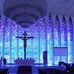 A luz envolve num clima leve e místico, independente da religiosidade do visitante a meu ver.