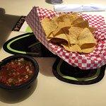 Chips/salsa.