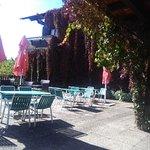 Ein sonniger Oktobermittag auf der Terrasse des Hampis