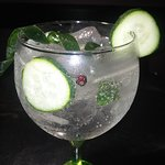 "gin ""hendriks"""
