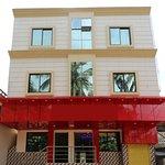 OYO 9964 Hotel Shine