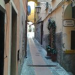 Uno scorcio di via Grimaldi Salineri nel centro del borgo