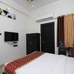 OYO 8680 Hotel Vaishnavi Inn
