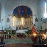 Navata centrale con altare maggiore e statua lignea di San Basilio