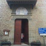 Ingresso della chiesa ristrutturato di recente